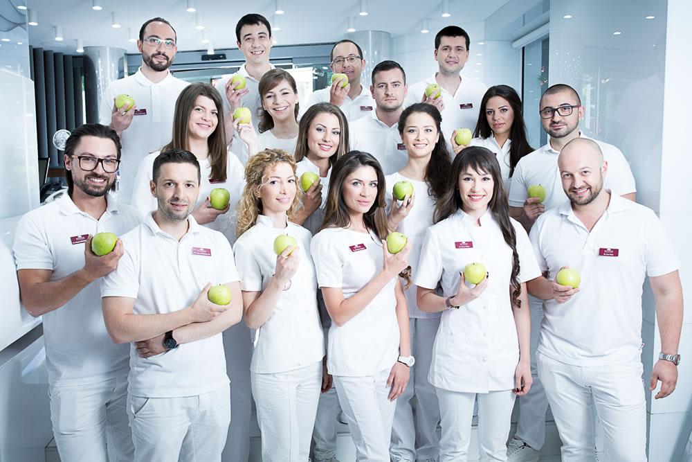 Zahnärzte und Implantologen der Dentaprime-Zahnklinik