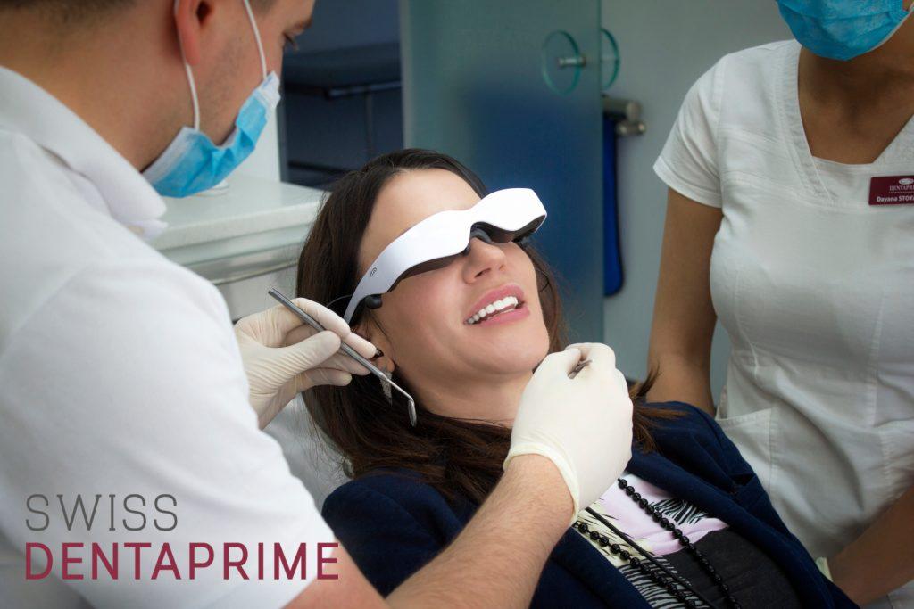 Patientin mit dem Cinemizer während ihrer Behandlung